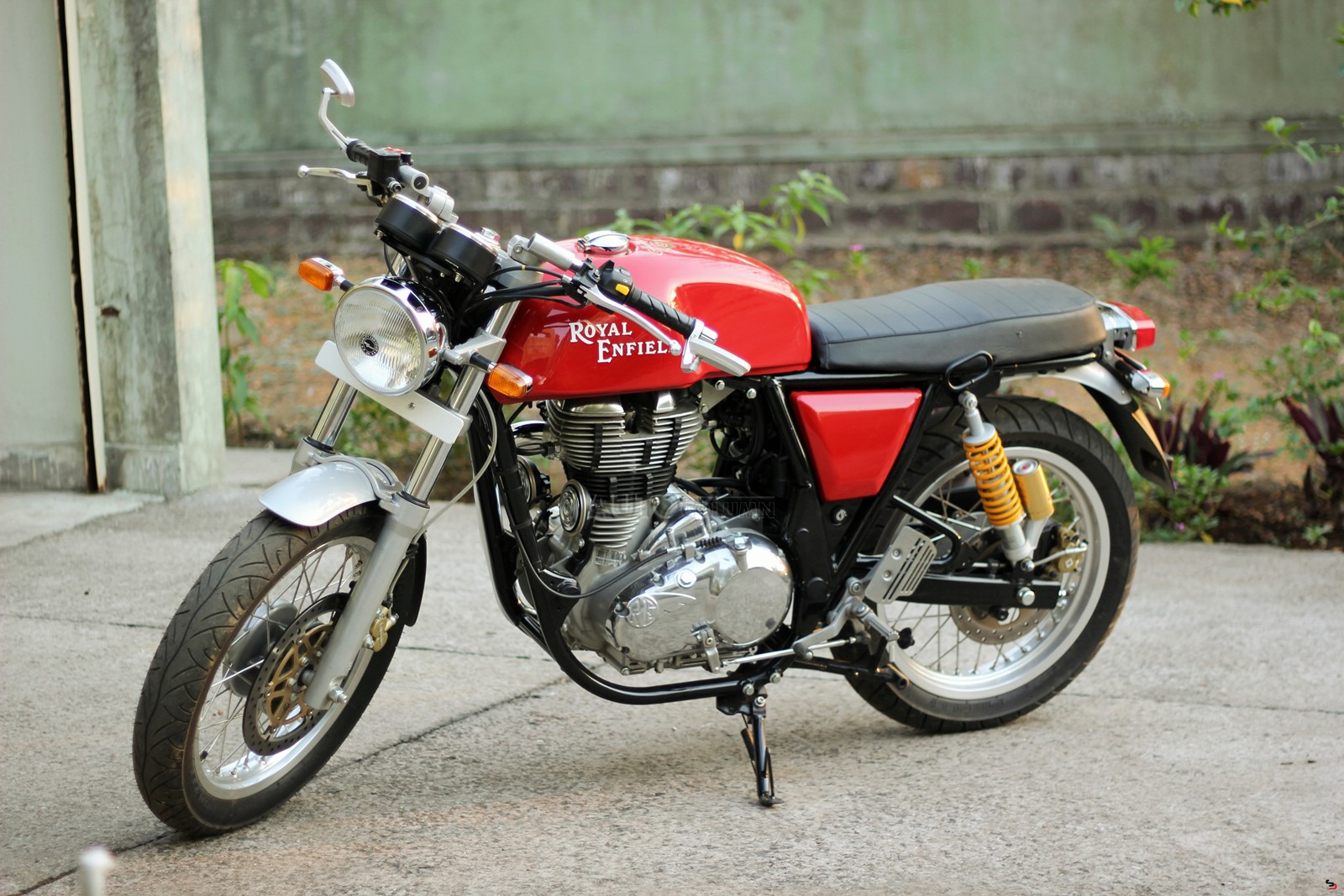 Royal-Enfield-Continental-GT-side