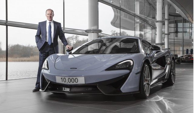 mclaren-automotive-ceo-mike-flewitt-with-the-companys-10000th-car_100587606_m