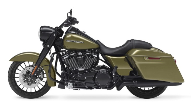 Harley-Davidson swaps out chrome for black in 2017 Road King Special