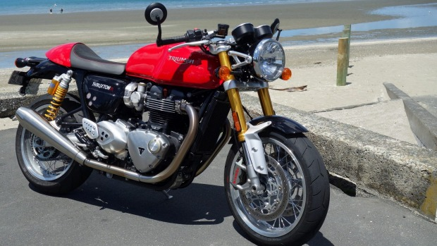 Triumph Thruxton R is a better way to race to the cafe