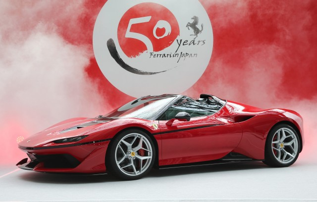 ferrari-j50-celebrates-50-years-of-ferrari-in-japan_100585956_m