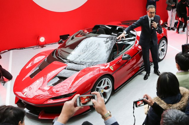 ferrari-j50-celebrates-50-years-of-ferrari-in-japan_100585959_m